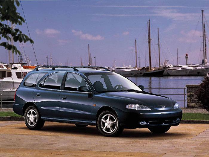 Фото Hyundai Elantra 2000