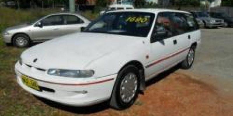 Фото Holden Commodore 1996
