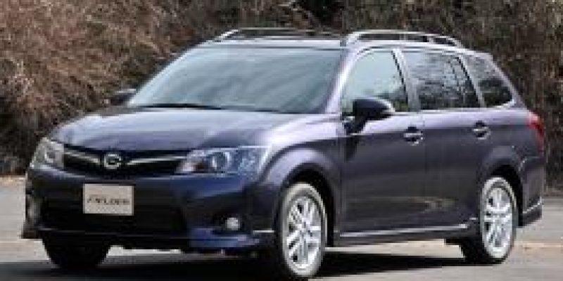 Фото Toyota Corolla Fielder 2014