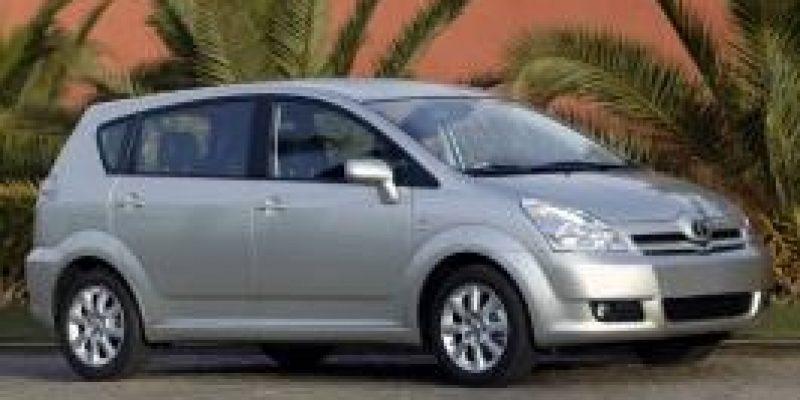 Фото Toyota Corolla Verso 2005